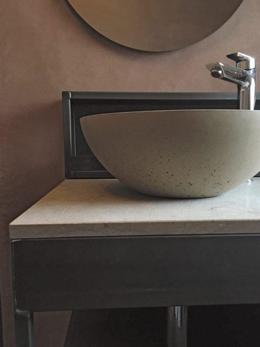 Bagno in cemento, ferro crudo e pietra naturale | MENEGATTI LAB
